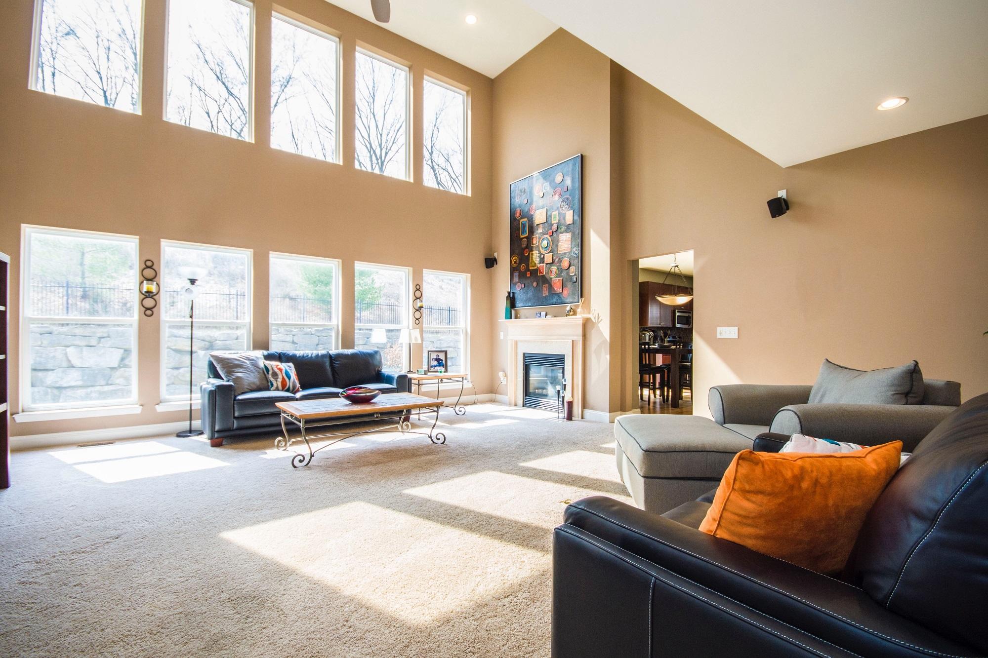 Jak dobrze rozplanować przeszklenia? Optymalna liczba i powierzchnia okien w domu.